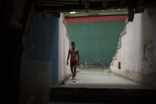 A wrestler takes a break at an old Basque ball gymnasium in downtown Havana, October 20, 2014. (Photo by Alexandre Meneghini/Reuters)