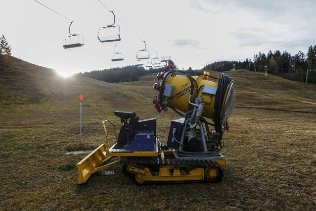 A snow making machine stands on a snowless slope on Gschwandtkopf mountain in the western Austrian village of Seefeld November 28, 2014. (Photo by Dominic Ebenbichler/Reuters)