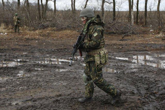 A Ukrainian serviceman patrols an area near the eastern Ukrainian town of Debaltseve in Donetsk region, December 24, 2014. (Photo by Valentyn Ogirenko/Reuters)