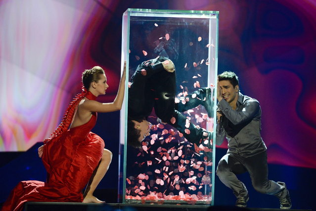 "Farid Mammadov (R) of Azerbaijan performs the song ""Hold Me"" during the final of the 2013 Eurovision Song Contest at the Malmo Opera Hall in Malmo May 18, 2013. (Photo by Jessica Gow/Reuters/Scanpix)"
