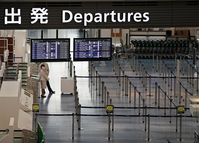 An airport staff member is seen at the departure gate of the international flight terminal at Tokyo International Airport, commonly know as Haneda airport, amid the coronavirus disease (COVID-19) outbreak, in Tokyo, Japan on December 28, 2020. (Photo by Issei Kato/Reuters)