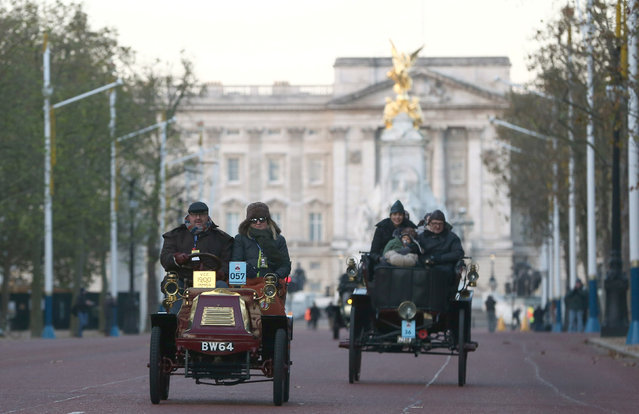 Participants drive their vintage cars along the Mall during the annual London to Brighton veteran car run in London, Britain November 6, 2016. (Photo by Neil Hall/Reuters)