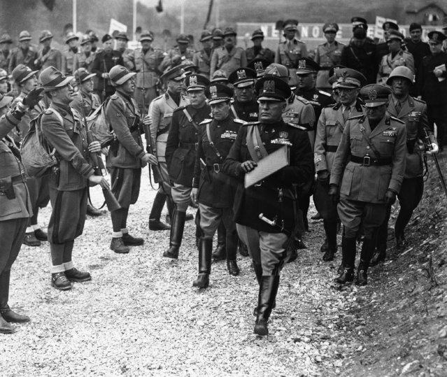 During his tour of Northern Italy, Il Duce arrived at Bardonecchia, on the Italo-French frontier. He examined the frontier defences and a salute of heavy guns made the mountains ring. Italian dictator Benito Mussolini inspecting Italian Alpine Troops during his visit to Bardonecchia, Italy, on May 16, 1939. (Photo by AP Photo)