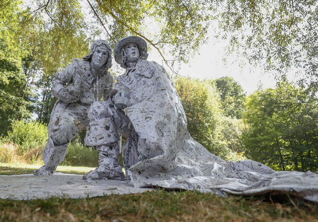 "Artists called ""Les hommes de papier"" take part in the festival ""Statues en Marche"" in Marche-en-Famenne, Belgium, July 22, 2018. (Photo by Yves Herman/Reuters)"