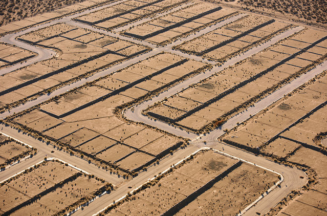A new housing development in the Mojave desert, California. (Photo by Jassen Todorov/Caters News)