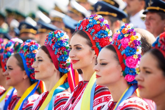 This handout picture released by the Ukrainian Presidential Press Service on August 24, 2021, shows women wearing traditional dresses during the Independence Day military parade in Kiev. (Photo by Ukrainian Presidential Press Service/AFP Photo)
