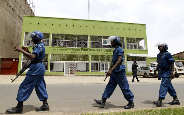 Riot policemen walk outside the Radio Publique Africaine (RPA) broadcasting studio in the capital Bujumbura, April 26, 2015. (Photo by Thomas Mukoya/Reuters)