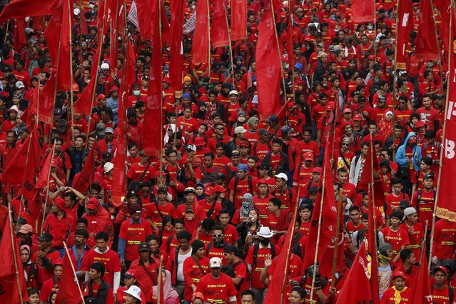 Thousands of Indonesian workers march during a May Day rally in Jakarta, May 1, 2015. (Photo by Reuters/Beawiharta)