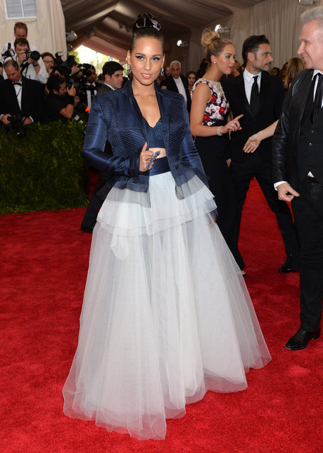 """Alicia Keys arrives at The Metropolitan Museum of Art's Costume Institute benefit gala celebrating """"China: Through the Looking Glass"""" on Monday, May 4, 2015, in New York. (Photo by Evan Agostini/Invision/AP Photo)"""