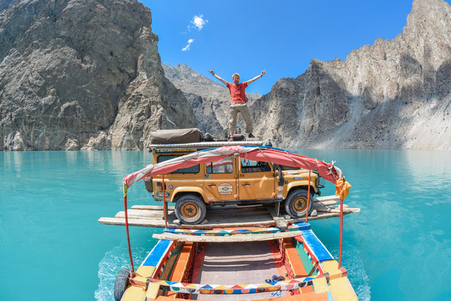 Ben Southall living it up under the blue skies of Pakistan. (Photo by Ben Southall/Caters News Agency)