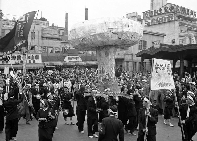 A huge replica of an H-bomb mushroom cloud is carried through the streets of Tokyo, Japan, on May 1, 1957, in protest of a planned British H-bomb test at Christmas Islands. (Photo by AP Photo via The Atlantic)