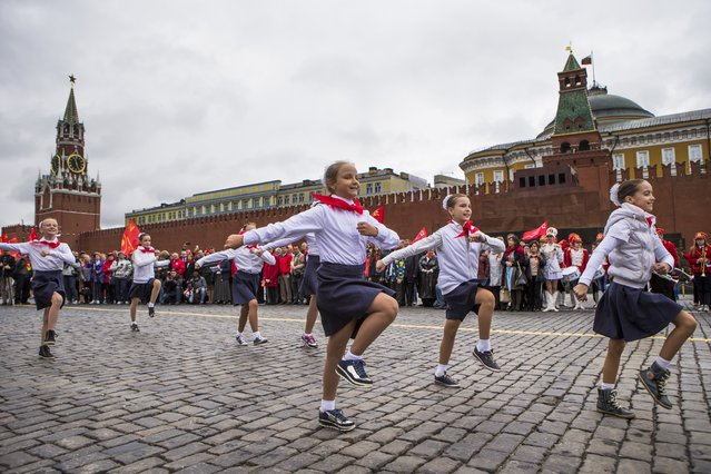 Young Pioneers march on Red Square during a ceremony to celebrate joining the Pioneers organization, in Moscow, Russia, Sunday, May 17, 2015. Pro-Communist Russians try to preserve the Young Pioneers, which used to be the Communist league for pre-teens in the Soviet Union. (Photo by Alexander Zemlianichenko Jr./AP Photo)
