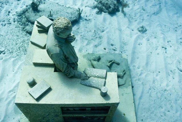 """The dream collector"". Underwater Sculpture, Museo Subacuático de Arte, Cancun. (Photo by Jason deCaires Taylor/UnderwaterSculpture)"