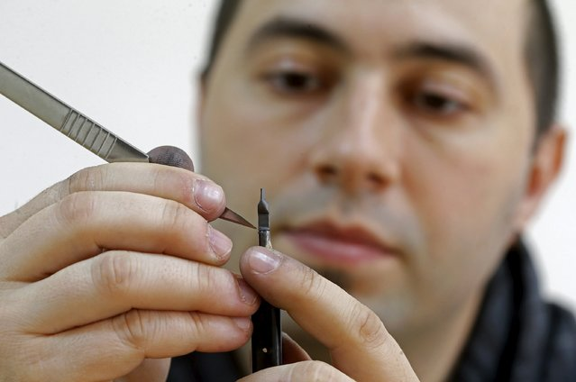 Jadranko Djordjevic, a self-taught artist, works on his miniature sculpture on a graphite pencil in Tuzla, Bosnia and Herzegovina April 26, 2016. (Photo by Dado Ruvic/Reuters)