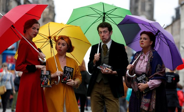 Performers hand out flyers on the The Royal Mile trying to attract people to their show, in Edinburgh, Scotland, Britain on August 1, 2019. (Photo by Russell Cheyne/Reuters)