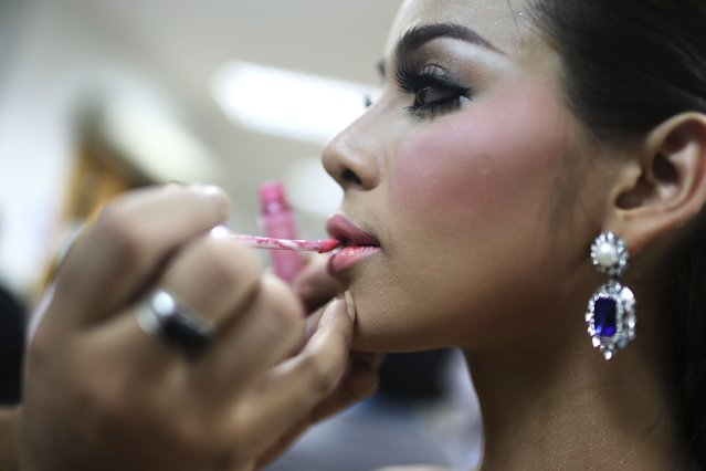 Contestants apply makeup backstage before the Miss Tiffany's Universe transgender beauty contest on May 2, 2014 in Pattaya, Thailand. (Photo by Taylor Weidman/Getty Images)