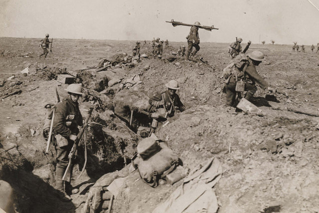 British troops advance during the battle of the Somme in this 1916 handout picture. This picture is part of a previously unpublished set of World War One (WWI) images from a private collection. The pictures offer an unusual view of varied and contrasting aspects of the conflict, from high tech artillery to mobile pigeon lofts, and from officers partying in their headquarters to the grim reality of life and death in the trenches. The year 2014 marks the centenary of the start of the war. (Photo by Reuters/Archive of Modern Conflict London)