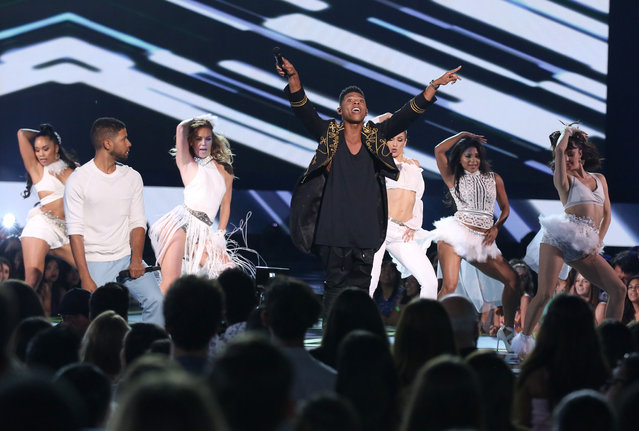 """Jussie Smollett, left, and Bryshere Y. Gray  of the """"Empire"""" cast perform at the Teen Choice Awards at the Galen Center on Sunday, August 16, 2015, in Los Angeles. (Photo by Matt Sayles/Invision/AP Photo)"""