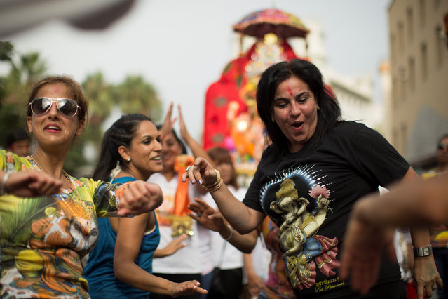 Devotees dance in front of an idol of the Hindu god Ganesh, the deity of prosperity, before immersing it into the Mediterranean sea during Ganesh Chaturthi festival in Ceuta, Spain, August 27, 2017. (Photo by Jesus Moron/Reuters)