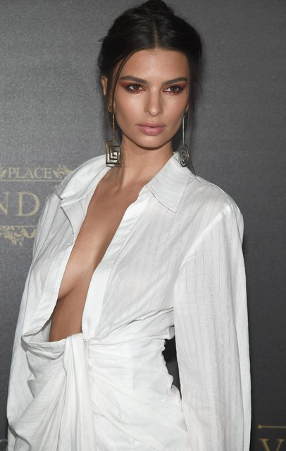 Emily Ratajkowski attends the Vogue Party as part of the Paris Fashion Week Womenswear Spring/Summer 2018 at Le Petit Palais on October 1, 2017 in Paris, France. (Photo by Pascal Le Segretain/Getty Images)