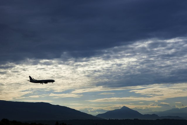 An El Al Airlines aircraft prepares for landing in Cointrin airport during sunrise over the Mont Blanc in Geneva September 9, 2014. (Photo by Denis Balibouse/Reuters)