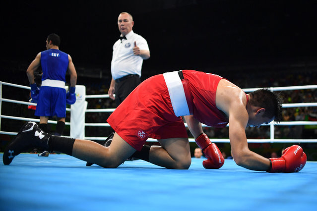 Egypt's Hosam Hussein Bakr Abdin (L) knocks down Mexico's Misael Uziel Rodriguez during the Men's Middle (75kg) Quarterfinal 3 match at the Rio 2016 Olympic Games at the Riocentro – Pavilion 6 in Rio de Janeiro on August 15, 2016. (Photo by Yuri Cortez/AFP Photo)