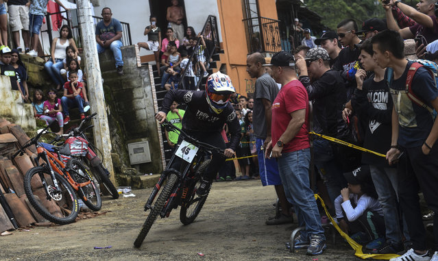 Colombia's downhill rider Mateo Suaza competes during the Urban Bike Inder Medellin race final at the Comuna 1 shantytown in Medellin, Antioquia department, Colombia on November 19, 2017. (Photo by Joaquin Sarmiento/AFP Photo)
