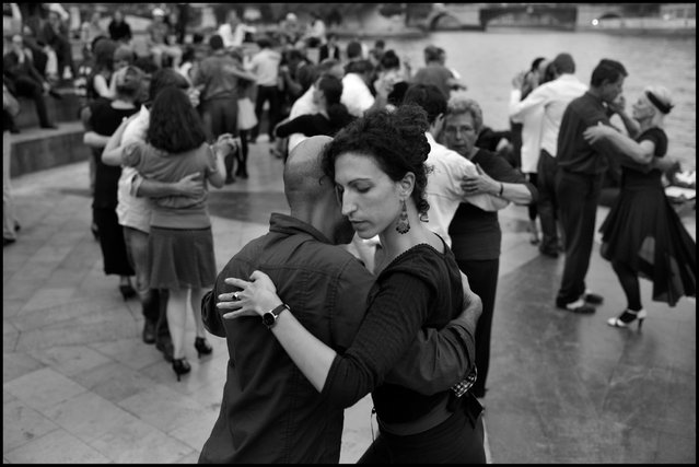 Paris like a dance. Tango along the banks of the Seine. (Photo and comment by Peter Turnley)