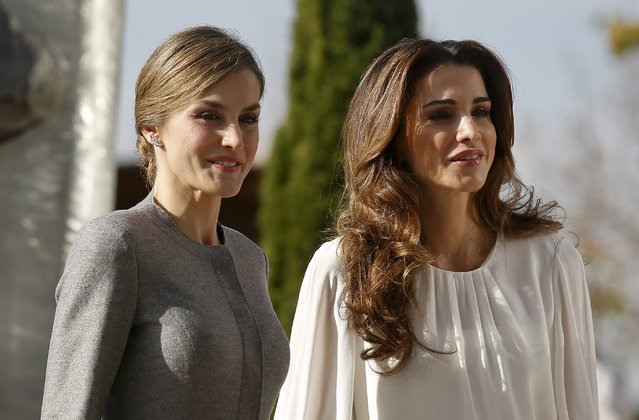 Spain's Queen Letizia (L) poses with Jordan's Queen Rania after their arrival for a visit to the Molecular Biology Centre in Cantoblanco, outside Madrid, Spain, November 20, 2015. (Photo by Andrea Comas/Reuters)