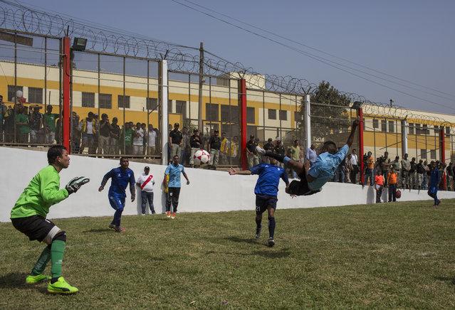 Inmates play a soccer match in the San Juan de Lurigancho prison, in Lima, Peru, Thursday, May 24, 2018. (Photoby Rodrigo Abd/AP Photo)