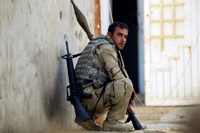 An Iraqi soldier keeps watch during a battle with Islamic State fighters at the front line in the Intisar disrict of eastern Mosul, Iraq November 4, 2016. (Photo by Zohra Bensemra/Reuters)