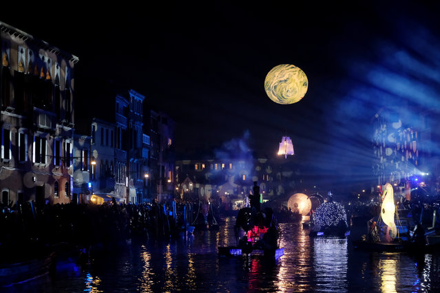 People watch a water parade marking the beginning of carnival season, along the Rio di Cannaregio canal in Venice, Italy on February 17, 2019. (Photo by Manuel Silvestri/Reuters)