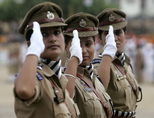 Jammu and Kashmir police personnel take part in the Independence Day celebrations in Jammu August 15, 2009. (Photo by Mukesh Gupta/Reuters)