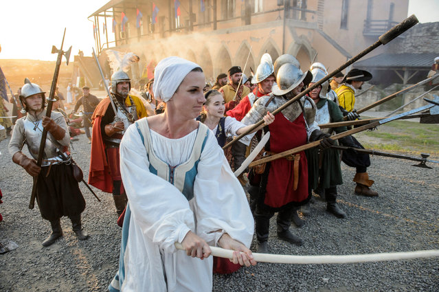 Hungarian history enthusiasts reenact the Siege of Eger, battle of the Hungarian Christian defenders and the besieging Ottoman Turkish soldiers for the castle of Eger which ended in the victory of the Hungarian forces in 1552 during a festival in Eger, Hungary, 10 August 2019. (Photo by Peter Komka/EPA/EFE)