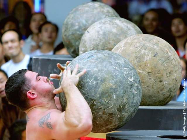 Kevin Nee of USA lifts an Atlas Stone during a match of the 2005 World's Strongest Man Competition