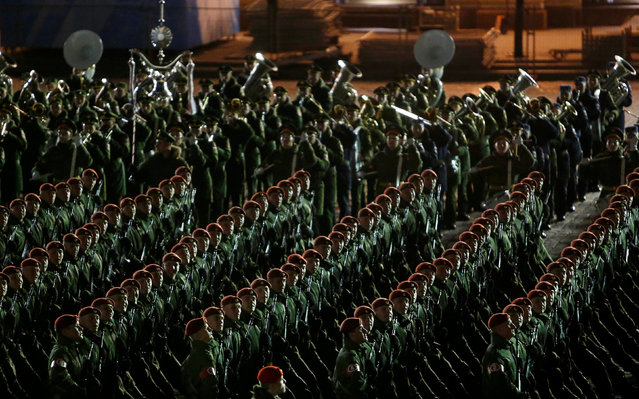 Russian servicemen march during a rehearsal for the Victory Day parade to mark the 71st anniversary of the victory over Nazi Germany in World War Two in Red Square in Moscow, Russia, May 5, 2016. (Photo by Sergei Karpukhin/Reuters)