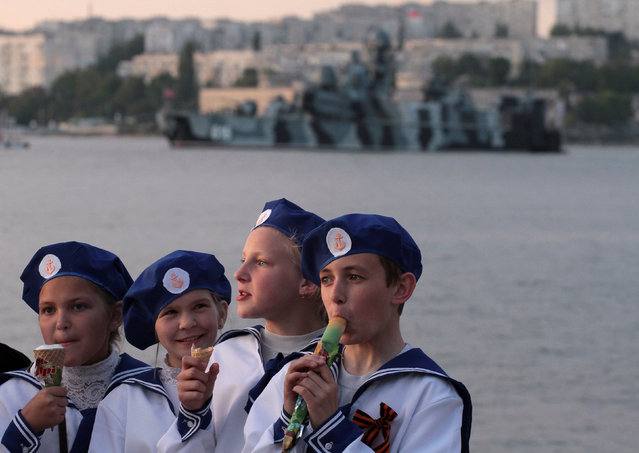 Children eat ice cream on an embankment of the Black Sea port of Sevastopol, Crimea, May 8, 2016. (Photo by Pavel Rebrov/Reuters)