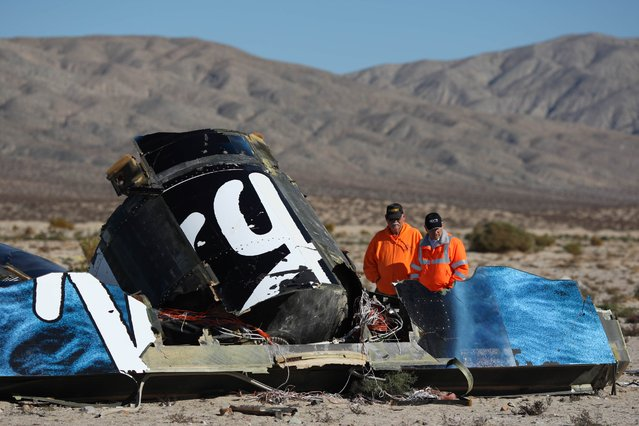Sheriffs deputies look at wreckage from the crash of Virgin Galactic's SpaceShipTwo near Cantil, California in this November 2, 2014 file photo. Test pilots at the helm of Virgin Galactic's passenger spaceship that crashed last year were unaware of the catastrophic consequences of unlocking the craft's moveable tail section too early because of poor training, investigators probing the fatal accident said July 28, 2015. (Photo by David McNew/Reuters)