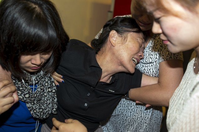 Relatives of Chinese victims from Monday's deadly blast cry at the Institute of Forensic Medicine in Bangkok, Thailand, August 19, 2015. (Photo by Athit Perawongmetha/Reuters)