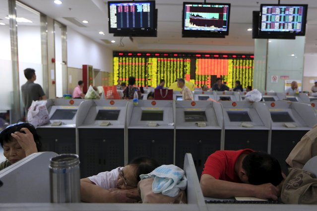 Investors rest in front at computer screens at a brokerage in Shanghai China, August 24, 2015. (Photo by Aly Song/Reuters)
