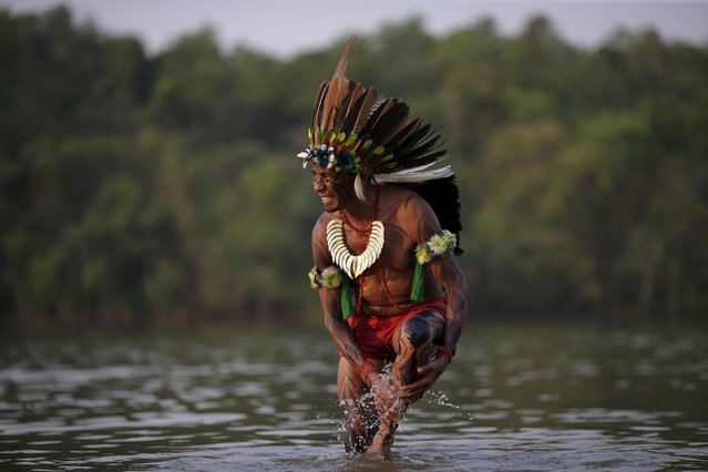 A indigenous man from the Tabajara tribe is seen in Tocantins river before the I World Games for Indigenous People in Palmas, Brazil, October 21, 2015. (Photo by Ueslei Marcelino/Reuters)