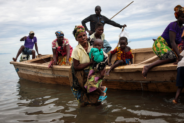 Refugees from Tchomia in the Democratic Republic of Congo arrive on boat at the Nsonga landing site on April 9, 2018 in Nsonga, Uganda. The perilous journey across Lake Albert from DRC to Uganda can take up to two days and has seen a number of Congolese die during the crossing. According to the UNHCR almost 70,000 people have arrived in Uganda from the Democratic Republic of Congo since the beginning of 2018 as they escape violence in the Ituri province. The majority of refugees are arriving by boat across Lake Albert, which lies between the two countries. With refugee settlements in Uganda almost at maximum capacity there are plans for new settlements to be built to deal with the continuing influx of people. A cholera outbreak in the settlements has left at least 42 dead and many hundreds severely affected. The World Food Programme anticipates providing food and nutrition for up to 1.6 million refugees this year. Fighting in DRC between the Hema and Lendu communities has seen villages being burnt and dozens killed in the fresh outbreak of violence. (Photo by Jack Taylor/Getty Images)