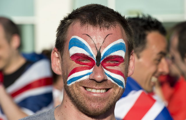 A British fan waits to enter the Malmo arena ahead of the finals of the 2013 Eurovision Song Contest on May 18, 2013. (Photo by John MacDougall/AFP Photo)
