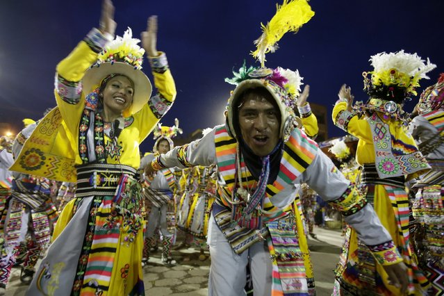 """Members of the """"Tinku Los Jairas"""" perform during the Carnival parade in Oruro, Bolivia February 14, 2015. (Photo by David Mercado/Reuters)"""
