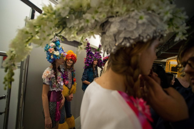 Models wait backstage prior to a show during the second bi-annual Budapest Central European Fashion Week in Budapest, Hungary, 27 October 2018. (Photo by Zoltan Balogh/EPA/EFE)