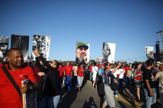 "People march with images of Cuba's late President Fidel Castro to mark the Armed Forces Day and commemorate the landing of the yacht Granma, which brought the Castro brothers, Ernesto ""Che"" Guevara and others from Mexico to Cuba to start the revolution in 1959, in Havana, Cuba, January 2, 2017. (Photo by Alexandre Meneghini/Reuters)"