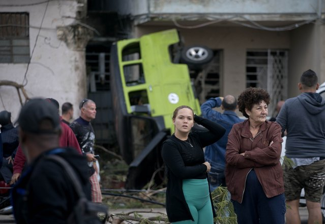 People survey the destruction left behind by a tornado in Havana, Cuba, Monday, January 28, 2019. A tornado and pounding rains smashed into the eastern part of Cuba's capital overnight, toppling trees, bending power poles and flinging shards of metal roofing through the air as the storm cut a path of destruction across eastern Havana. (Photo by Ramon Espinosa/AP Photo)