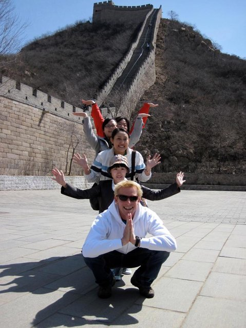 Ben Southall leading a tour at the Great Wall of China. (Photo by Ben Southall/Caters News Agency)