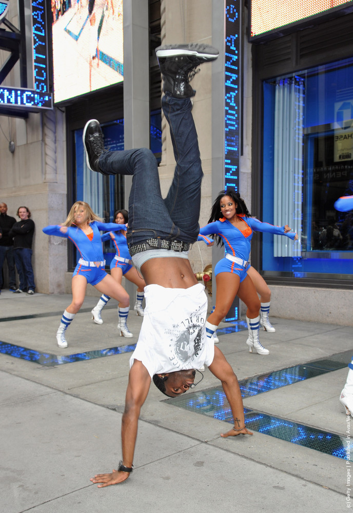 Jason Derulo Flash Mob With Knicks City Dancers
