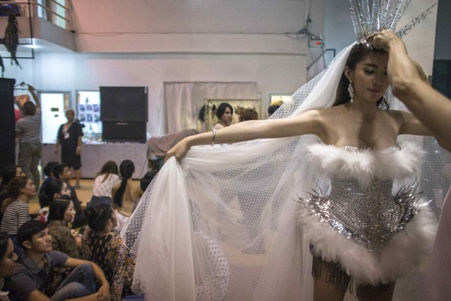 A contestant gets the final touches backstage. (Photo by Athit Perawongmetha/Reuters)